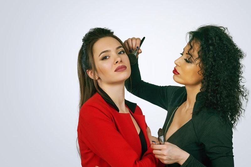 Prüfung zur Permanent-Make-up-Artistin